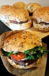 Image de Burger de Boeuf , Poitrine fumée, Comté et pointe de miel